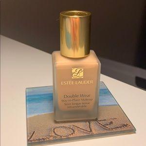 Estée Lauder Double Wear foundation Shade 2W1 Dawn